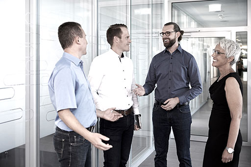 Team führt ein Gespräch im Büro